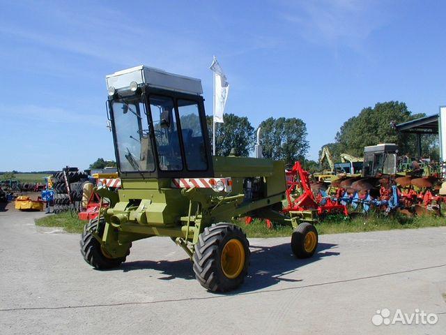 Грузовая и сельхозтехника, навесное оборудование на улице.
